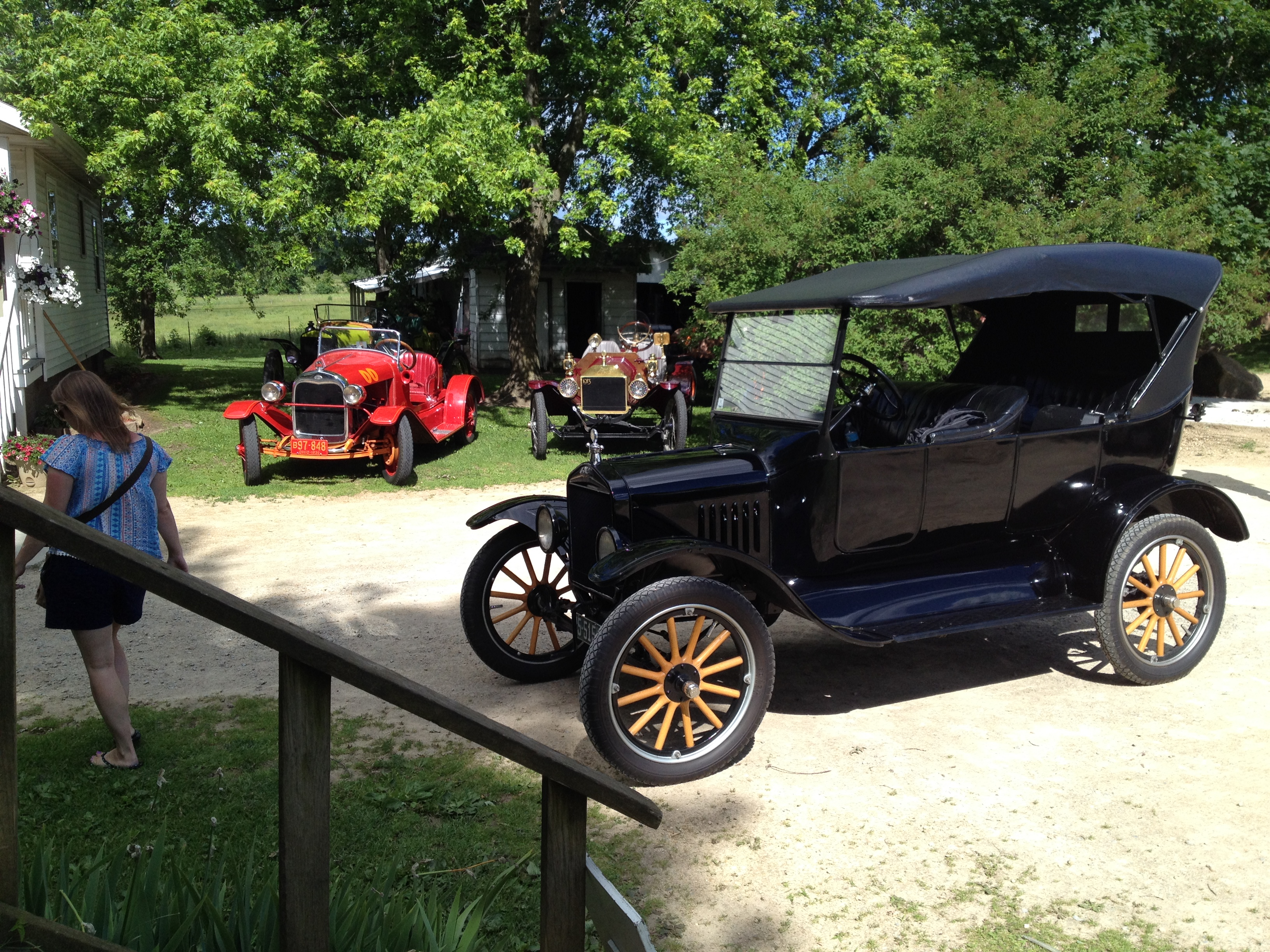 2017, Saturday AM: Amish Country, Vintage Service Station, Antique